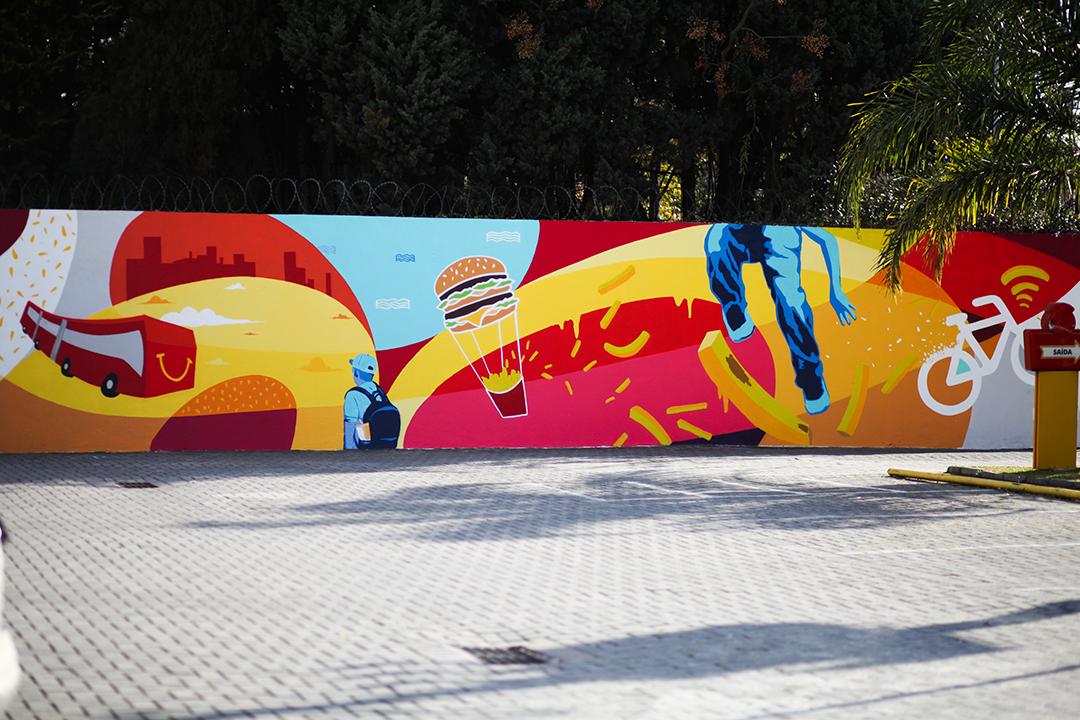 Para transformar a experiência de consumo em um de seus principais canais, a marca convidou artistas grafiteiros para criarem artes inspiradas na iconografia do McDonald's e nas características regionais de cada cidade participante
