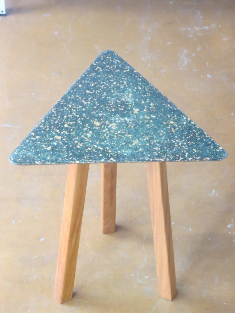 Moveleiro cria matéria prima sustentável usando sacos de cimento vazios